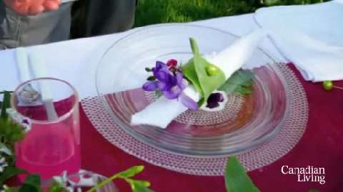 How to create a beautiful outdoor table setting