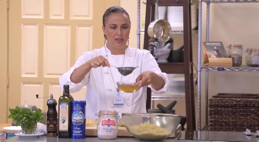 In this video (2 of 4 in the series), Chef Terese Esperas of the Sacramento Natural Foods Co-op prepares a delicious Orange Pistachio Quinoa.